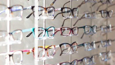 opticien stand lunettes